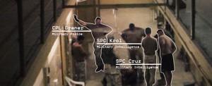 Cruz, Krol und Graner mit auf dem Boden liegenden Gefangenen (zu Jacques Lacan, Spaltung von Auge und Blick)