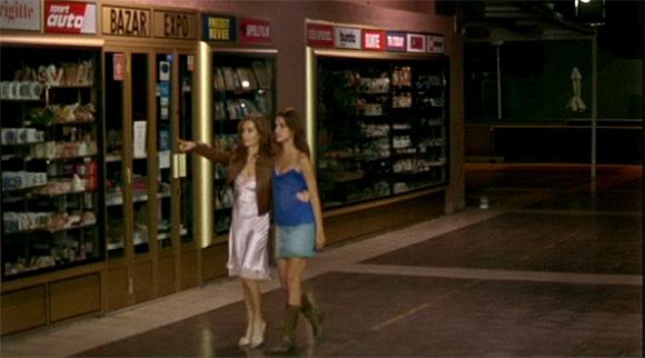 Meine Mutter - Im Einkauszentrum - Hélène führt Réa zu Pierre um mit ihm Sex zu haben - 45-29